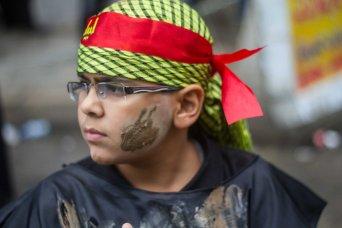 A young shia boy prepares to march